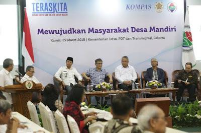 """Kunci sukses pembangunan di desa adalah partisipasi masyarakat. Hal itu dikatakan Mendes PDTT) Eko Putro Sandjojo saat menjadi pembicara kunci dalam dialog Teras Kita yang diselenggarakan KAGAMA dan KOMPAS dengan tema """"Mewujudkan Masyarakat Desa Mandiri"""" di kantor Kemendes PDTT di Jakarta, Kamis (29/akan oleh Menteri Desa, Pembangunan Daerah Tertinggal, dan Transmigrasi (3)."""