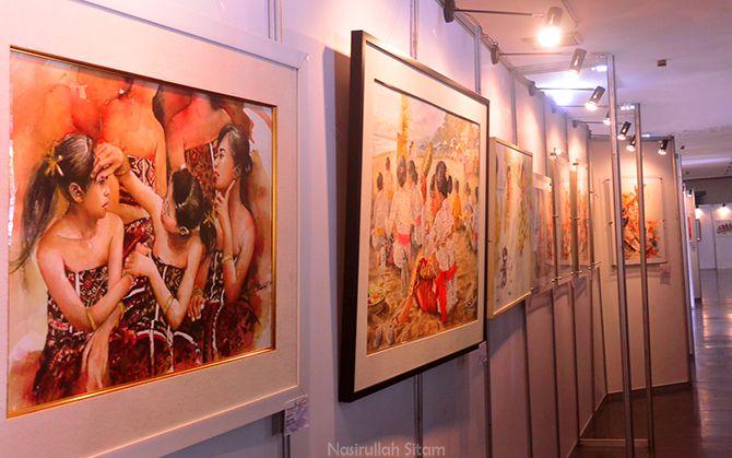 Lukisan para seniman yang terpajang di pameran