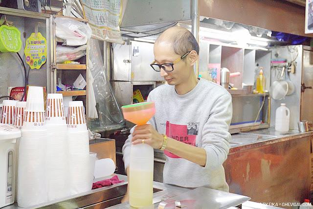 MG 9976 - 茗陽甘蔗牛奶大王,忠孝夜市老字號甘蔗汁攤位,凌晨2點也能清涼消暑一下!