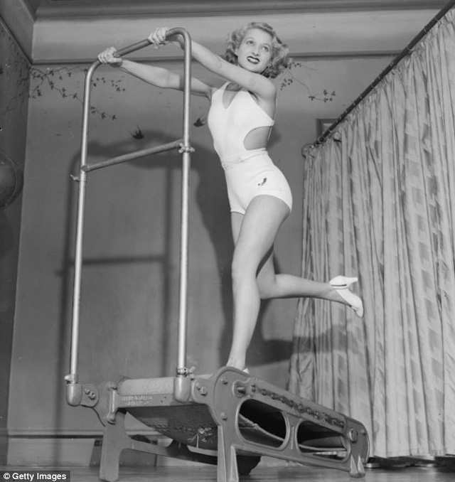 Before Bikini Era 36 Vintage Photos Of Female Swimsuits