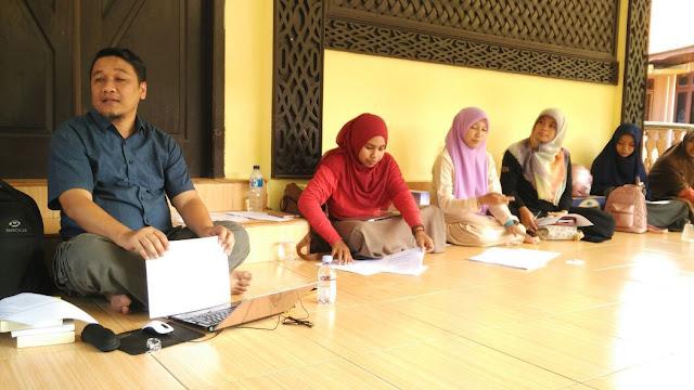 (Pertemuan IX) Menulis Feature Bersama Pak Fairus M. Nur Ibrahim