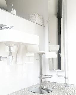 cultform design minimalistic bathroom minimalistisches Bad white interior
