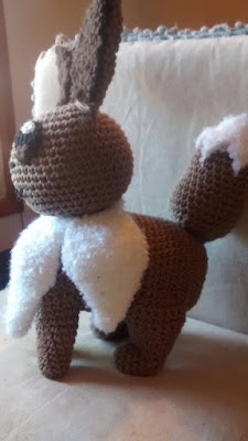 eevee pokemon amigurumi vista lateral