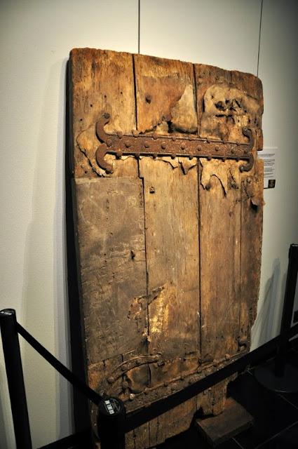 ponad 1000 letnie drzwi z katedry w Akwizgranie