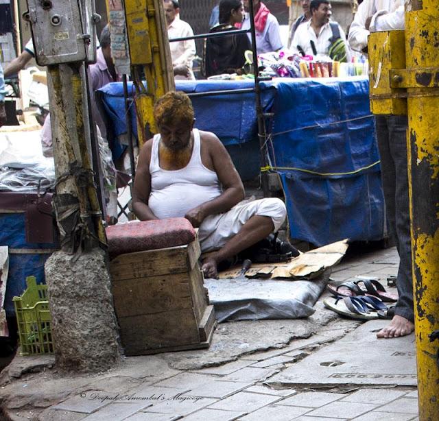 cobbler, mochi, girgaum, street, street photo, street photography, mumbai, india, profession,