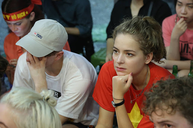 Photo: Foreign tourists also sad when Vietnam loses Korea 9