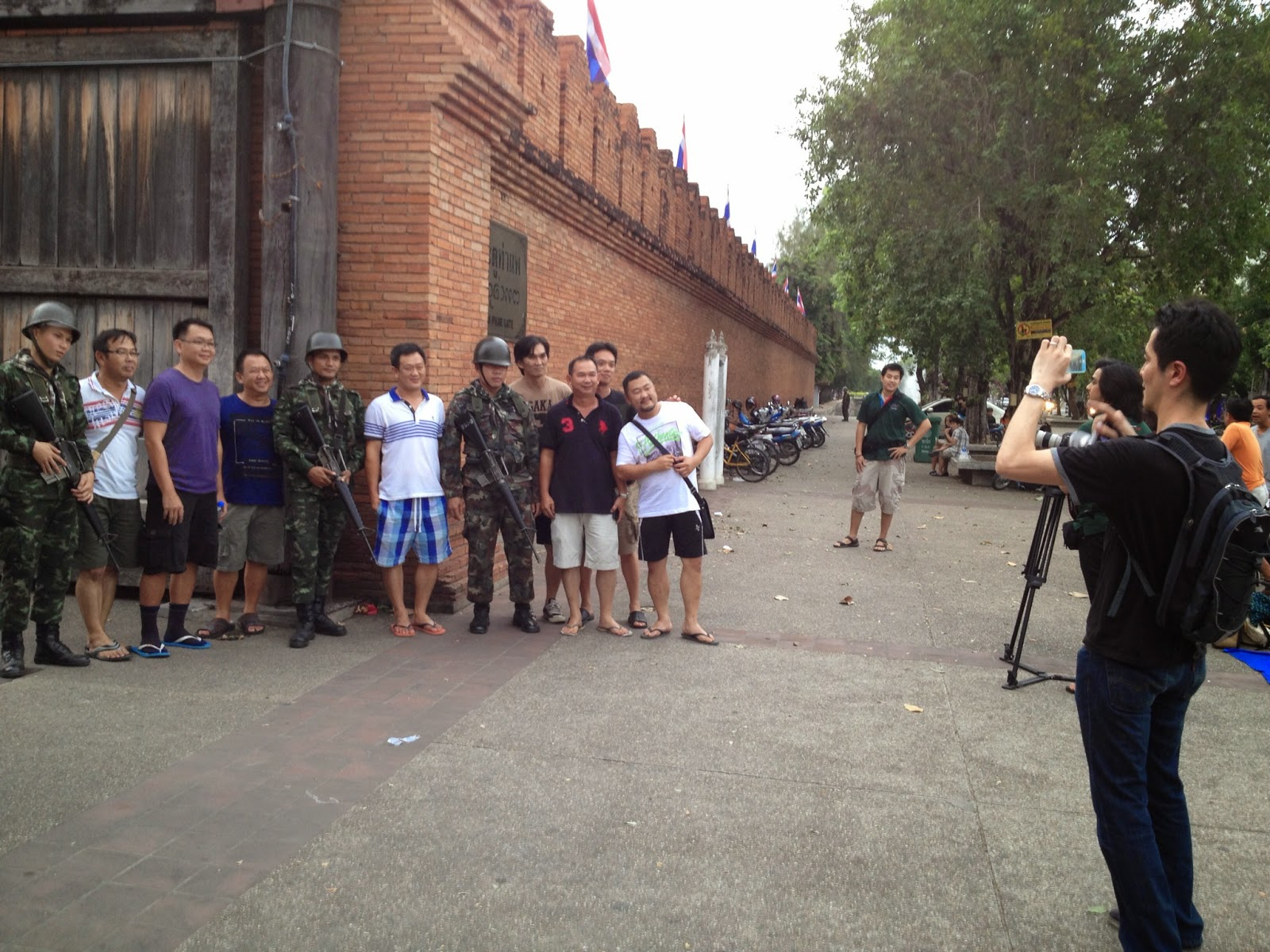 Chiang Mai - Tourists love taking pictures with the Royal Thai Army
