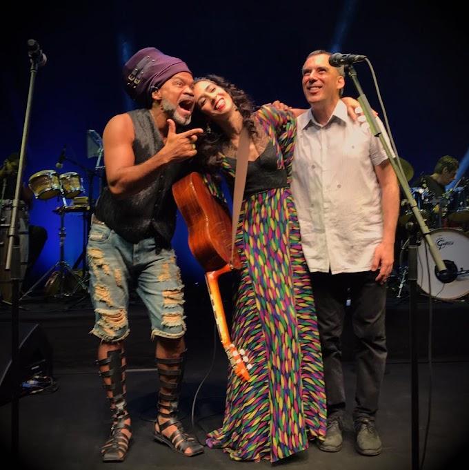 Arnaldo Antunes e Carlinhos Brown surpreendem plateia ao aparecerem em show de Marisa Monte