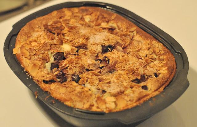 Frisch aus dem Ofen: Milchreisauflauf mit Kirschen