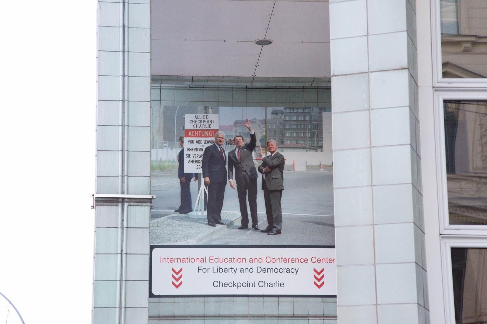 Berlin – (Parte 4) Checkpoint Charlie, museos y biblioteca – Meine ...