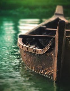 perahu di telaga
