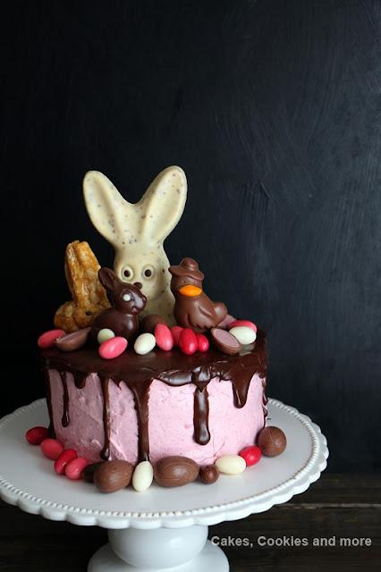Rezept für Oster Dripping Cake mit Himbeerquark und Schokoladenganache