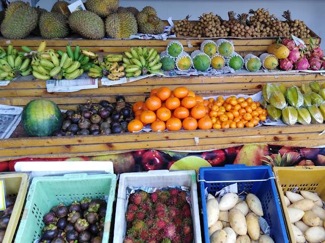 Tipica Bancarella Frutta Thailandese