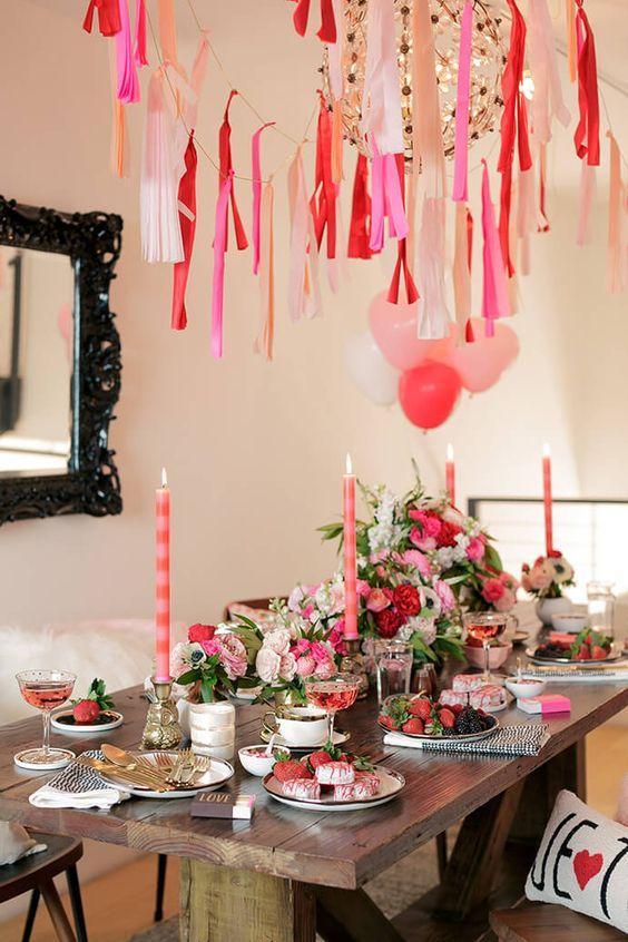 como decorar tu mesa para san valentin con flores, velas y estilo romantico