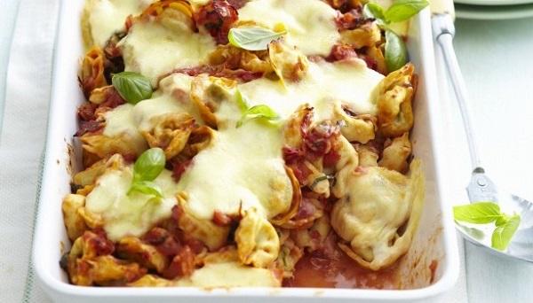 Τορτελίνια με μπέικον και μοτσαρέλα στο φούρνο