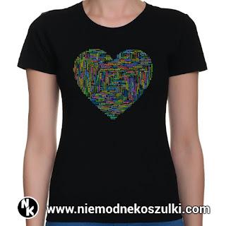 koszulka z sercem i słowem miłość w różnych językach