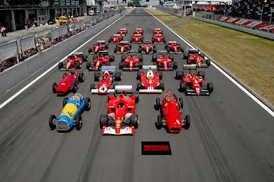 Sejarah Formula 1   Formula 1 adalah satu perangkat aturan teknis untuk balap mobil kursi tunggal (single seater) yang diumumkan oleh Federation Internatianal d'Automobile (FIA),lembaga tertinggi yang bertanggung jawab atas segala jenis olahraga otomotif. Aturan tersebut dibuat tahunan serta menjelaskan secara rinci ukuran maksimal dan minimal kapasitas mesin, aturan teknis, dan aturan keselamatan pembalap serta penonton. Mobil yang dibangun dengan aturan ini disebut dengan mobil Formula 1 dan perlombaan yang menggunakan mobil tersebut dinamakan balap mobil Formula 1. selain itu ada spesifikasi kelas lainnya dari FIA, seperti F-3 dan F-3000. Namun Formula 1 ialah tingkat kompetisi tertinggi yang terdapat di dunia olahraga otomotif.  Setiap pembalap yang ikut ambil bagian dalam kompetisi Formula 1, baik sebagai pembalap utama maupun cadangan wajib memiliki super license, sebuah tanda masuk bagi calon pembalap Formula 1 yang dikeluarkan FIA. Untuk mendapatkannya seorang calon pembalap diharuskan mengendarai mobil Formula 1 sepanjang 300 km dan disaksikan oleh wakil dari FIA. Apabila mereka menilai bahwa pembalap tersebut layak untuk berlomba di Formula 1, FIA akan memberikan super license dan sang pembalap bebas mengikuti lomba Formula 1.  Sejak mesin bensin diperkenalkan Nikolaus Otto pada 1876, dinamikanya sangat pesat mengikuti gaya