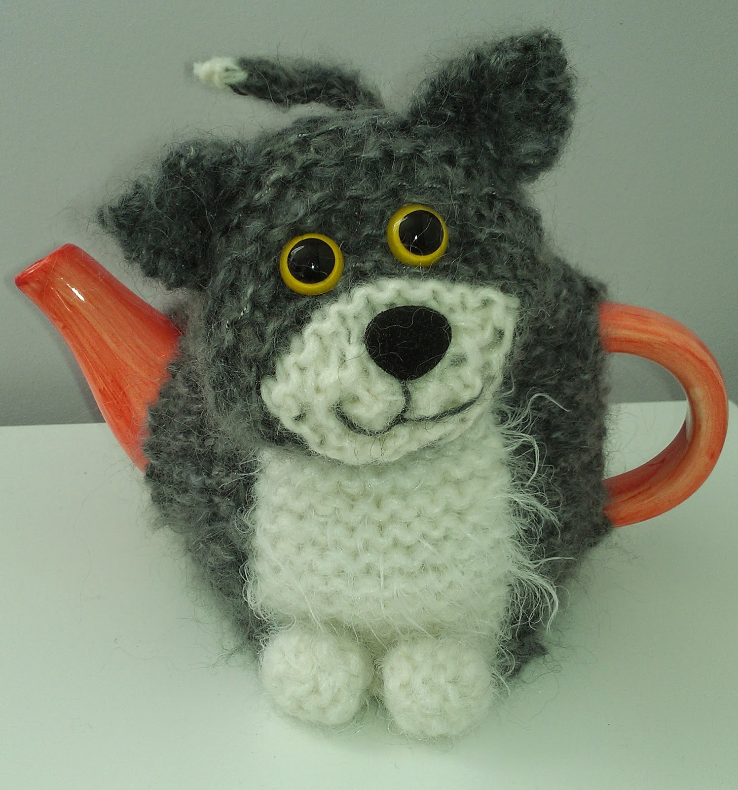 Small Dog Knitting Patterns : Craft a cure for cancer free tea cosy patterns: Animal tea cosies