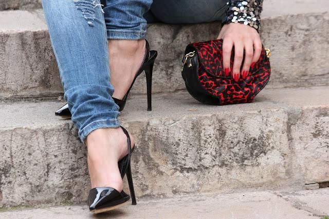 zapatos charol bolso leopardo