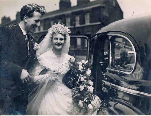 Meus avós no dia do casamento em Salford mais de 65 anos atrás