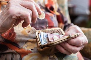 Ο Αλέξης επιστρέφει τα δώρα Χριστουγέννων και Πάσχα στους συνταξιούχους
