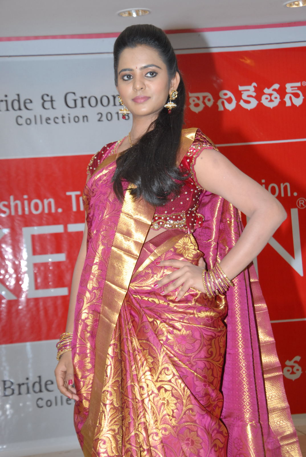 ethnic diva Manasa at kalaniketan bride and groom collection launch