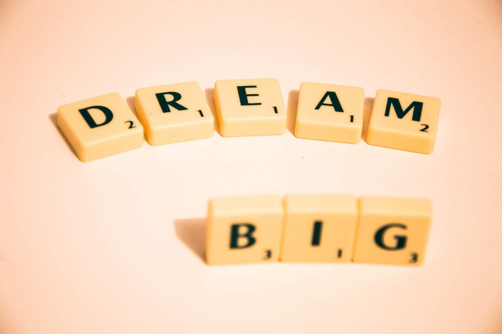 erasaan apa namanya ya ketika kita baca tulisan seseorang dan sepertinya penulis menyampai Everything Starts With A Dream