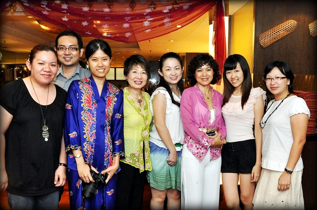 A group shot with the bloggers and Chef Debbie Teoh in pink that evening