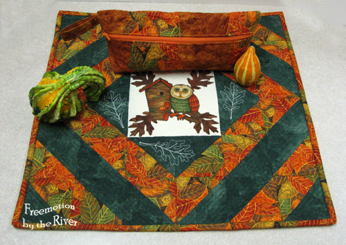 Centerpiece and pouch with gourds