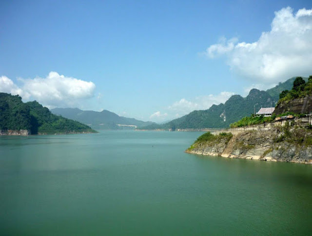 admire stunning beauty of  Thac Ba Lake
