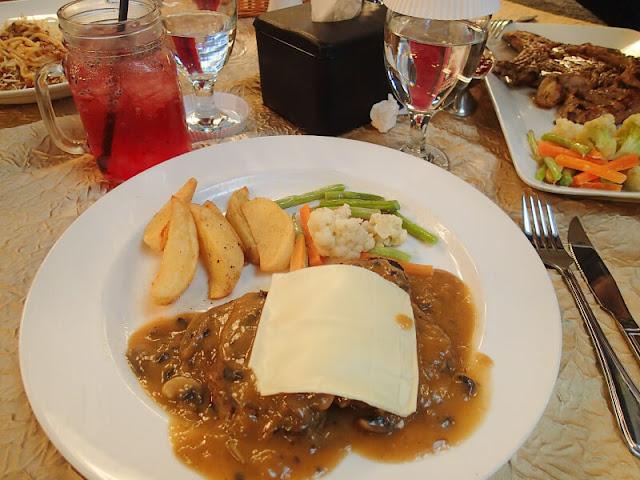 Kuliner Klasik dan Sepenggal Sejarah di Braga Permai, Bandung