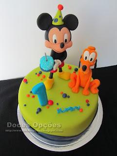 Bolo de aniversário com o Mickey e o Pluto