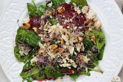 Belle salade de betterave et épinards