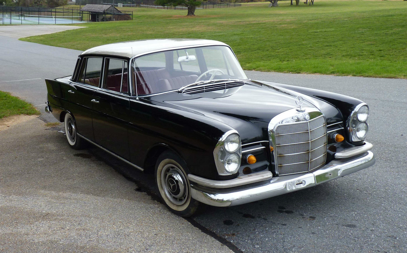 Pictures from the archives . Mercedes Benz W111 250SE ... |Mercedes Benz W111