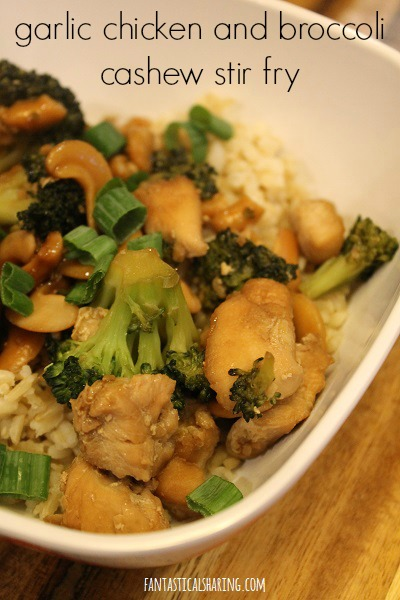 Garlic Chicken and Broccoli Cashew Stir Fry #recipe #stirfry #chicken #rice #broccoli #maindish