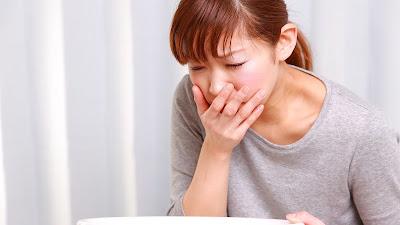 Nôn và buồn nôn là triệu chứng hay gặp ở bệnh đau dạ dày