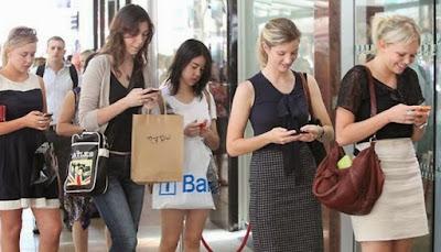10 Dampak Buruk Bermain Smartphone Bagi Kesehatan