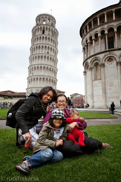 The Frakarsas at the Leaning Tower of Pisa, Italy