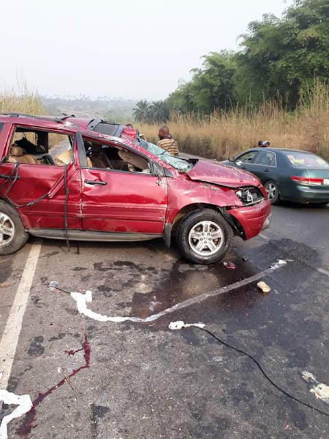 Pastor narrates how motorists refused to help accident victims, instead took photos as the family of 5 lay dying