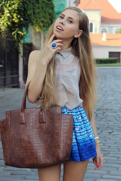 street style: beige with pretty blue skirt