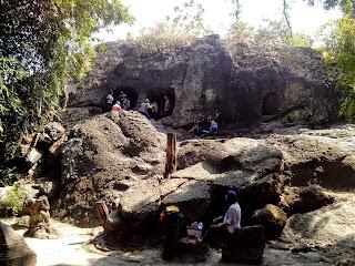 Gua Selo Mangleng tampak dari bawah