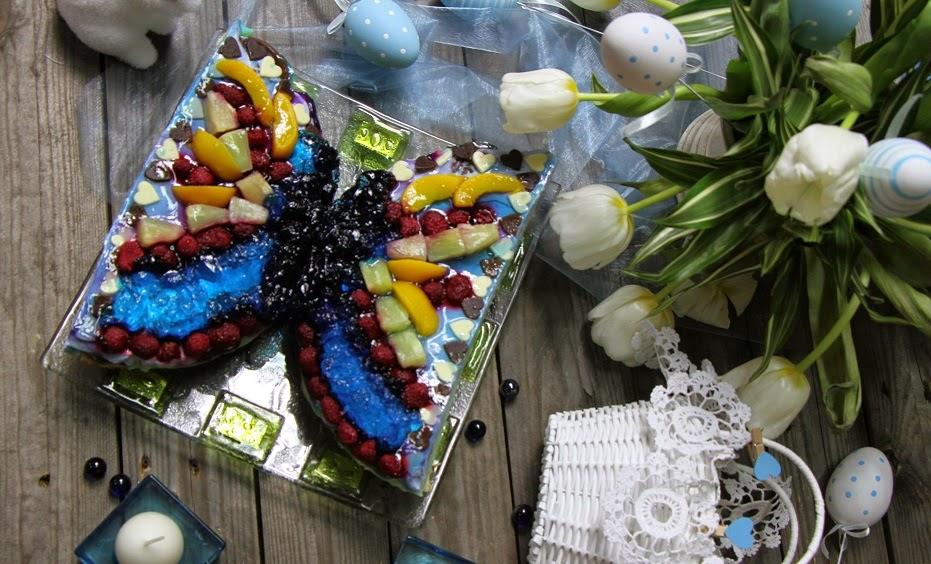 http://zapraszamdostolu.pl/niebieski-tort-w-niebieskiej-wielkanocnej-oprawie/