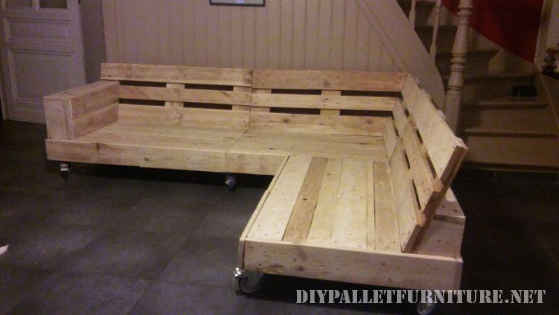 Interesante sof construido con palets for Sofa exterior con palets