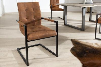 kovova jedalenska stolicka s podruckami hneda.
