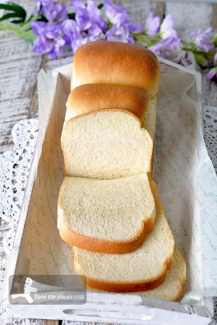 soft bouncy egg white cream sandwich bread