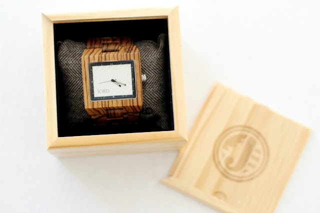 Wood watch packaging