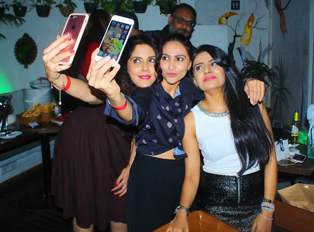5. Guest clicking selfies at Mirabella Lounge