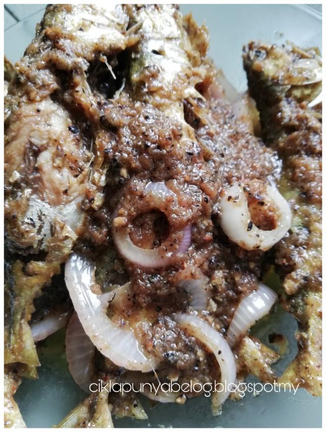 Ikan kembung masak sambal lada hitam, mudah dan sedap!