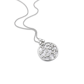 akhi, is a symbol of pure love and eternal bond between a brother and sister. And what better than precious platinum to celebrate this bond