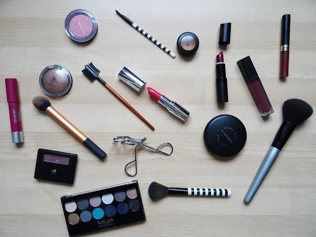 mencegah jerawat dengan teliti memilih make up